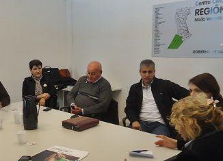 Funcionarios y vecinos durante la jornada de capacitación. FOTO Prensa Nodo VT.