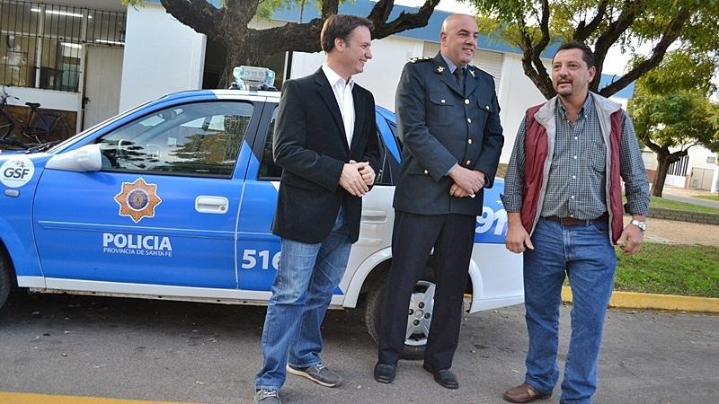 1- Reforzando la seguridad de Elortondo. Enrico (izquierda), Pietrani (centro) y Picinato (derecha), durante la presentación del nuevo móvil policial