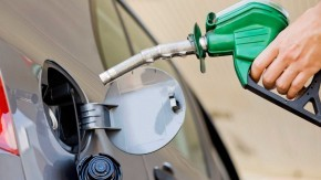 Baja el precio de los combustibles