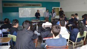 Construcción social en Firmat: Alumnos de la Escuela Técnica N° 281 hicieron rejas para el Centro de Jubilados