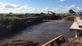Melincué: desbordó el canal San Urbano y el agua está ingresando al ejido urbano