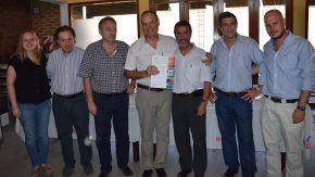 Pieroni y Torres entregaron más de 11 millones de pesos a localidades del Departamento General López para atender la crisis hídrica
