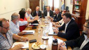 El gobierno provincial recibió a representantes de los gremios estatales en la primera reunión paritaria del año