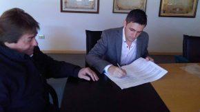 Vassalli firmó un convenio con una universidad privada para que los empleados accedan a beneficios para estudiar carreras de grado y pregrado