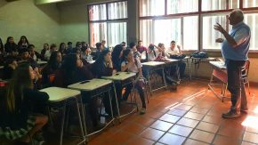 Enrico impulsa charlas en las escuelas secundarias para concientizar a los alumnos del problema de las adicciones