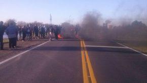 Vecinos cortan la ruta en Melincué en reclamo de obras urgentes