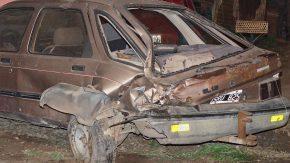 En plena persecución, un patrullero chocó a un automóvil