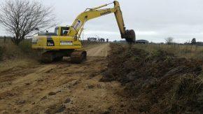 Vialidad provincial realiza obras en la ruta 16 S que benefician la situación hídrica de Firmat y la zona
