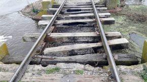 Recurso de amparo del senador Enrico contra el Ferrocarril por alcantarillas tapadas