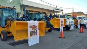 La Provincia entregó maquinaria a 11 municipios y comunas del departamento General López