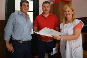 Pieroni y Busquet entregaron aporte a la Escuela Primaria N° 6224