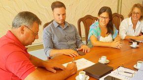 Enrico ayuda a Chovet con la gestión de nuevas viviendas