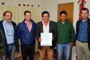 El senador Enrico entregó fondos provinciales para ejecutar cordón cuneta