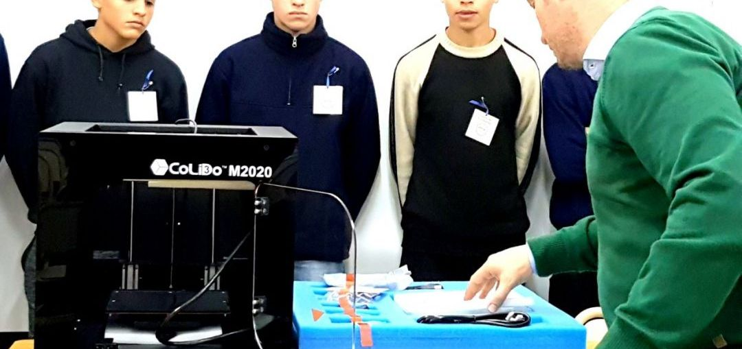 El senador Enrico gestionó una impresora 3D para la escuela técnica de Elortondo