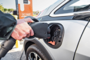 El senador Enrico promueve la fabricación y uso de autos eléctricos en beneficio de nuestra región