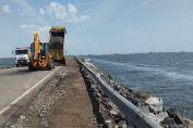 Avanzan los trabajos para restablecer la circulación en la Ruta 7 a la altura de la laguna La Picasa