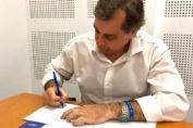 La provincia firmó un convenio con Nación para poner en funcionamiento la línea telefónica gratuita 102
