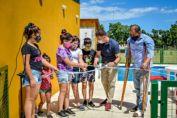 Obra histórica para la comunidad de Lazzarino: el senador Enrico y el presidente Ayub inauguraron la primera pileta comunal